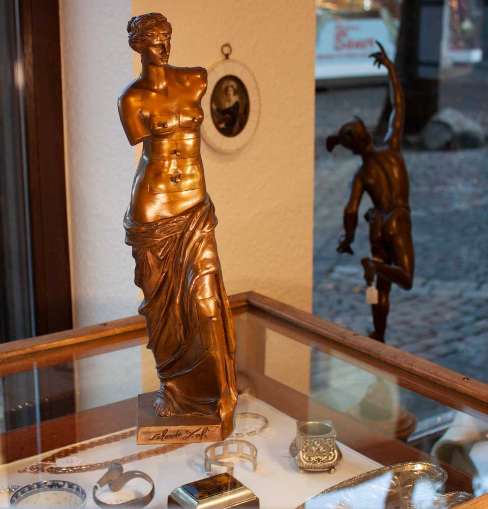 Skulptur Gold Kuk